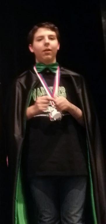 Alec apres avoir recu la medaille pour le 1er prix de Robotique à Prague (1)
