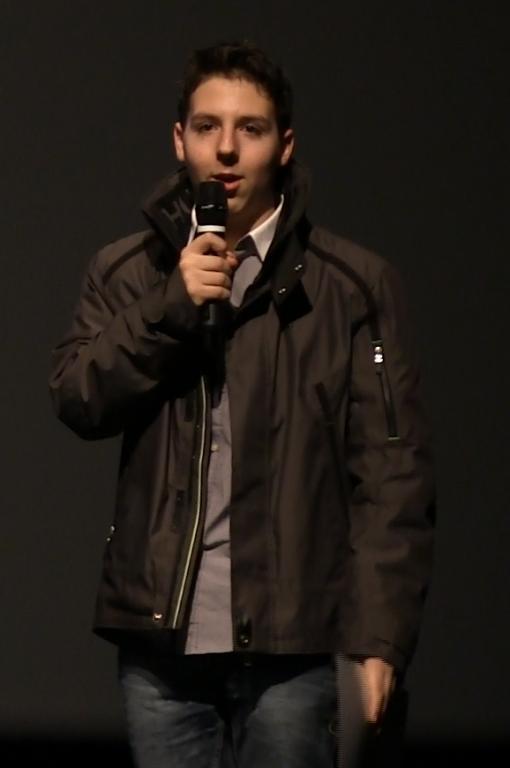 Alec tiens un speech apres les deux prix (2)